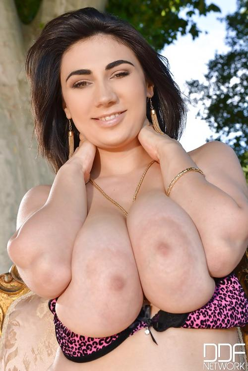 Luna Amor Shaved Plump Pussy Bagheera Anal