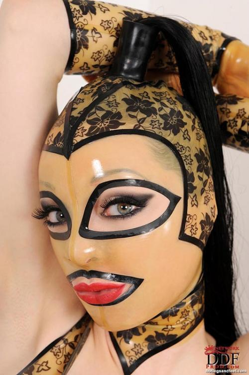 Latex Lucy Facesitting With A Vibrater Porno Ass Sexy Gif