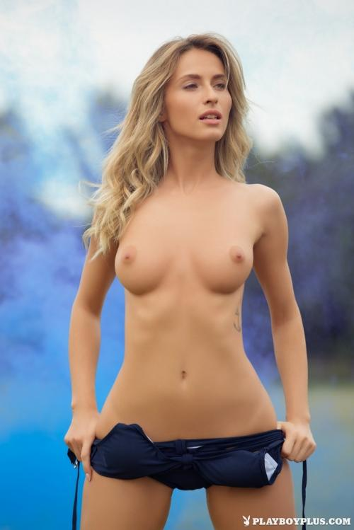 Cara Mell nigerian girl open pussy naked girls urinating outdoors