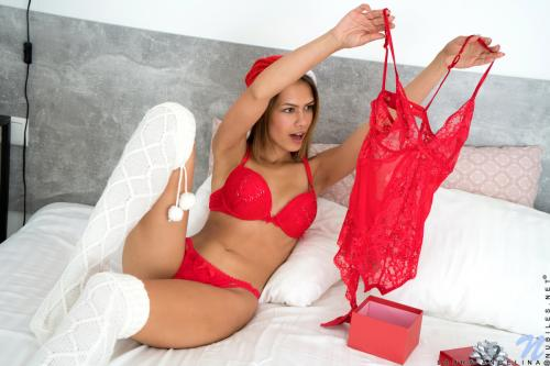 Laura Angelina sexy lingerie and heels brasil ass
