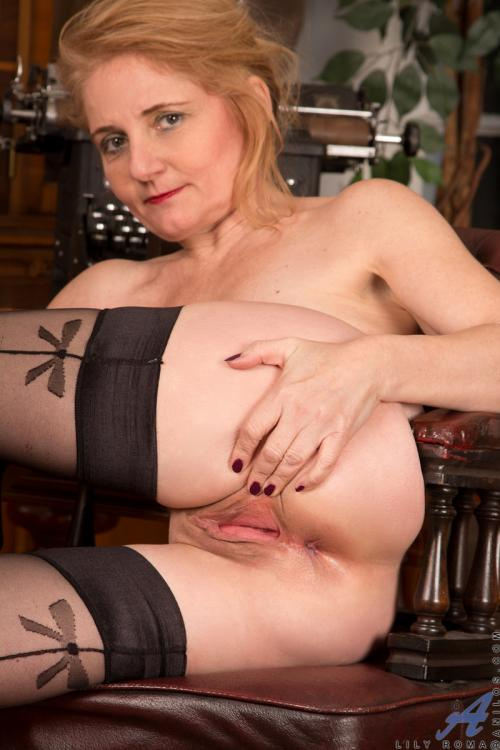 Lily Roma shaved pussys pictures blonde secretary blowjob
