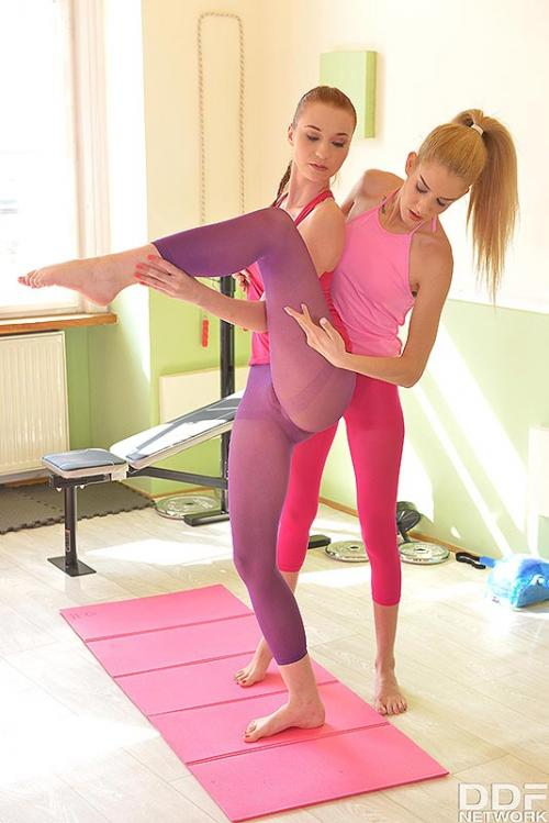 Monique Woods and Chelsy Sun females eating pussy sexy teen yoga pants