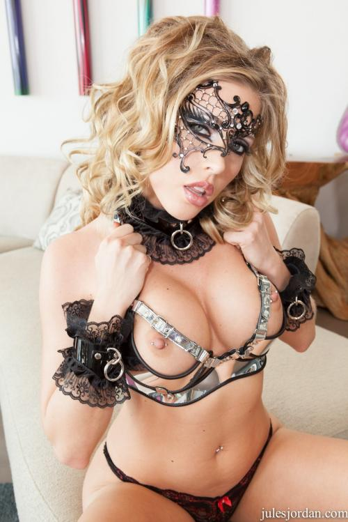 Samantha Saint bedroom lingerie milf pics blonde big tits sex