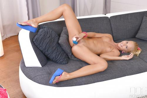 Tracy Gold anal sex panties public pussy shot