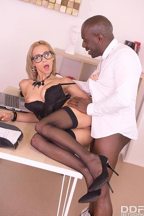 Veronica Leal the best blowjob sexy officegirls in sexy lingerie