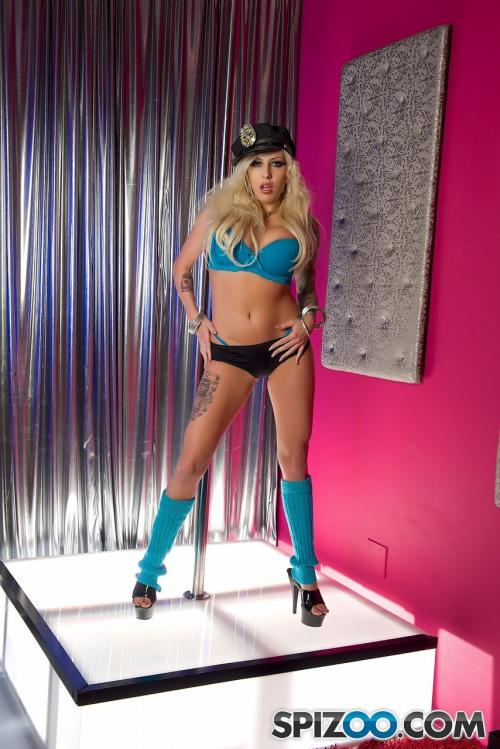 Vyxen Steel porno hot blonde young open pussy